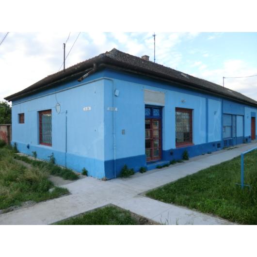 Eladó üzlethelyiség utcai bejáratos Jász-Nagykun-Szolnok megye, Mezőtúr, Sugár út