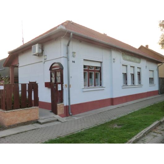 Eladó melegkonyhás vendéglátóegység Jász-Nagykun-Szolnok megye, Mezőtúr, Belváros, Kossuth Lajos utca